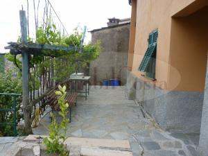Cogorno proprietà composta dalla casa principale di circa 200mq oltre rustici e terreno ad € 170.000