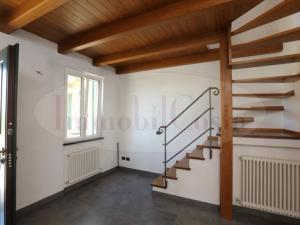 Casa indipendente con giardino e posteggio in centro a Lavagna ad euro 700 contratto prima casa