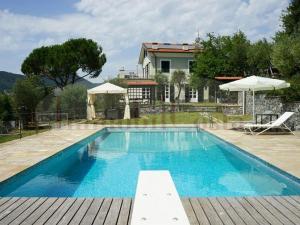 Leivi splendida villa  con piscina recintata con terreno e posteggio. Codice CITR 010029-AFF-0001
