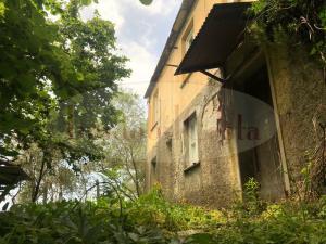 Casa colonica del 900 indipendente con 10.000 mq di terreno ad € 165.000