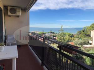 Lavagna Panoramica appartamento 120 mq bipiano vista mare con posteggio euro 270.000