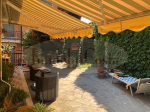 Attico 120mq con 100 mq giardino e 120mq terrazzo vista mare e box auto