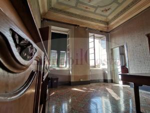 Appartamento in casa d'epoca caratteristiche tipiche liguri di primi del '900 € 205.000